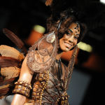 Бордо шаарындагы (Франция) мода жумалыгына катышкан модель