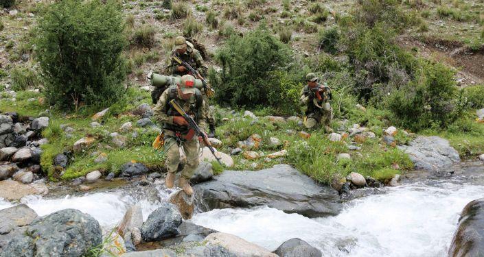 На полигоне Эдельвейс в Иссык-Кульской области завершилась активная фаза сборов военнослужащих по горной подготовке
