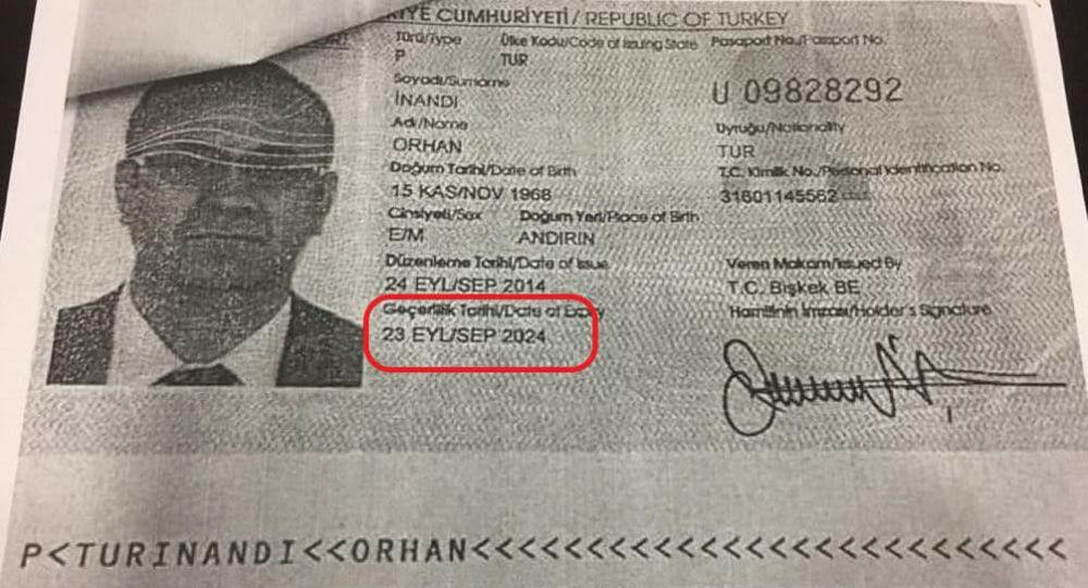 Уурдалган Сапат лицейлер тармагынын президенти Орхан Инандынын Түркиянын паспорту