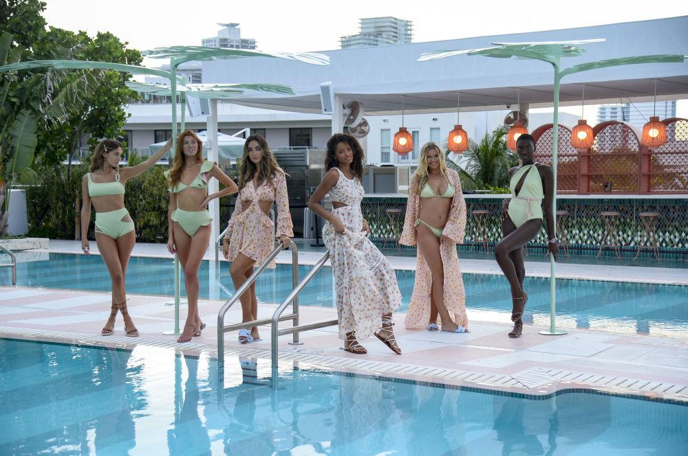 Это один из самых ярких в мире показов купальников и пляжной одежды