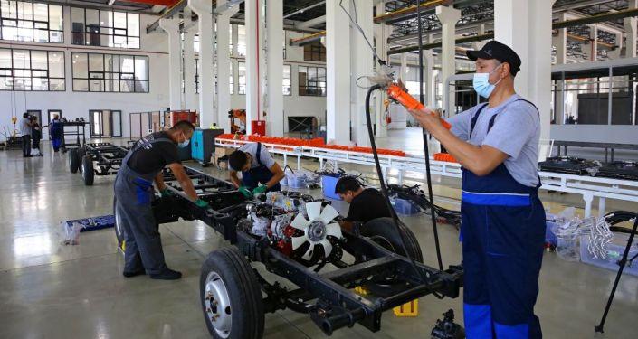 Линия производства малотоннажных грузовиков запущена на одном из машиностроительных заводов в Оше. 08 июля 2021 года