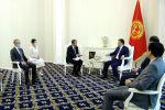 В Кыргызстане приняли поправки в закон, которые обязывают неправительственные организации отчитываться о финансах. НПО и посольства западных стран выступали против поправок. Недавно президент обсудил это с послами Франции и Финляндии.