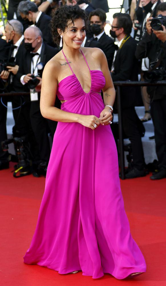 Алжирская певица и актриса Камелия Джордана на красной дорожке открытия Каннского кинофестиваля
