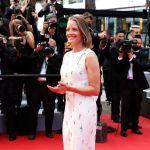 Джоди Фостер, получившая Золотую пальмовую ветвь за заслуги в кинематографе, появилась на церемонии в белом платье