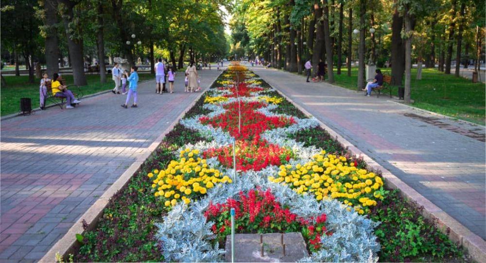 Цветочная аллея в Бишкеке. Архивное фото