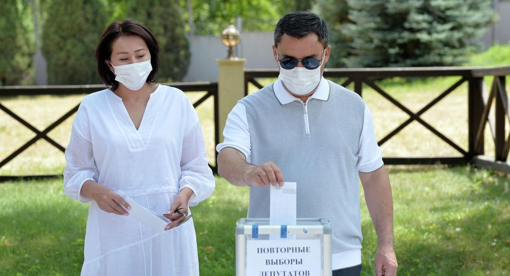 Президент Садыр Жапаров  Бишкек шаардык кеңешинин депутаттарын шайлоого добушун бир күн эрте берди