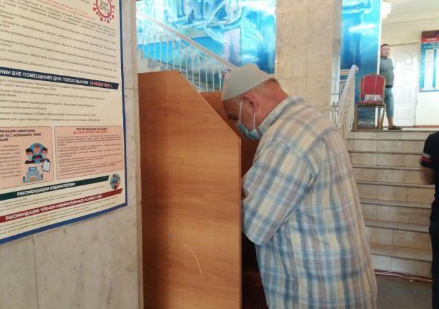 Жители города Ош принимают участие в повторных выборах депутатов Ошского городского кенеша. 11 июля 2021 года