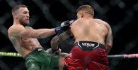 Конор МакГрегор во время боя с Дастином Порье на UFC 264 на T-Mobile Arena в Лас-Вегасе