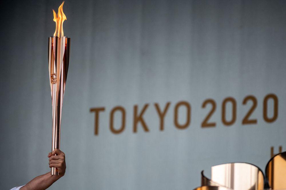 Олимпиаданын оту Япониянын префектураларына жасалган эстафетадан соң Токио шаарына келди. Ал 2020-жылы Грециядан тутанып Японияга алып келинди. Оюндар пандемиядан улам 2021-жылга калтырылгандыктан, эстафета быйыл 25-мартта Фукусима префектурасында башталган. Бүгүнкү күнгө чейин отту өлкөнүн 47 префектурасынын 46сына алып барышты. Өткөн жума күнү от Токиого келген. 15 күн ичинде эстафета префектуранын шаарларында өтөт, 23-июлда ал Токионун борборуна, Олимпиаданын ачылышы болуучу жайга жеткирилет.