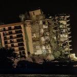 АКШнын Флорида штатында бузулган турак үйдүн сакталып калган бөлүгү. 24-июнда Серфсайд шаарчасында турак үй ураган. Акыркы маалыматтарга караганда, 90 киши өлгөн. Урандыны тазалоо иштери азыркыга чейин жүрүүдө.
