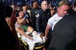 Ирландского бойца UFC  Конора МакГрегора уносят на носилках после боя с американцем Дастином Порье. Архивное фото