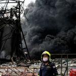 Чукул жардам кызматынын өкүлдөрү Бангкокто (Таиланд) химиялык заводдо болгон жарылуудан кийин жеринде иштеп жатышат. Ишканада пенопласт жана полиэтилен даярдоодо колдонулуучу 1,6 миллион литр химиялык зат болгон.