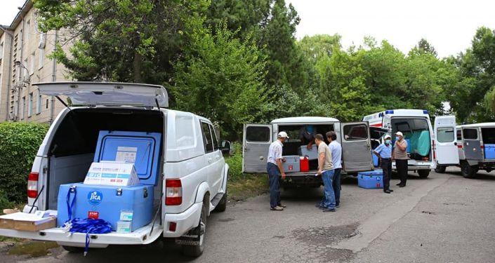Сегодня, 12 июля в город Ош в рамках первого этапа поставок  поступила вакцина производства Синофарм (КНР)