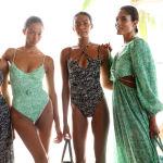 Miami Swim Week проводится ежегодно в июле.На фото модели позируют для презентации Джонатана Симкая Paraiso Miami Beach.