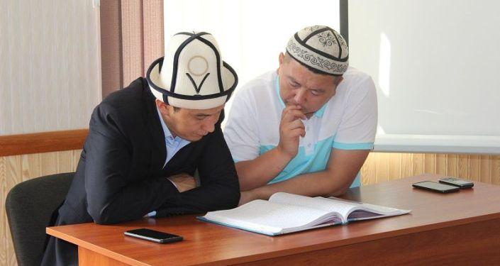 Имамы Ошской области во время обучения для повышения квалификаций