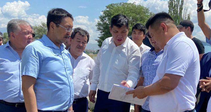 Первый заместитель председателя Кабинета Министров Айбек Джунушалиев ознакомился с местом строительства планируемого Бурулдайского водохранилища и незавершенными магистральными каналами Большого Чуйского канала