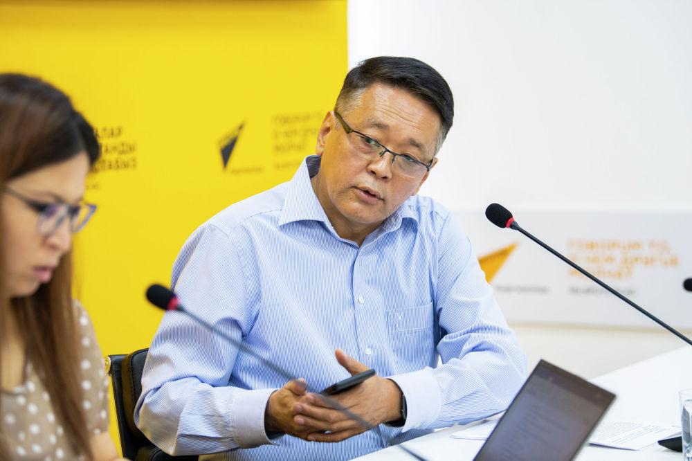 Заместитель бизнес-омбудсмена Нурлан Мусуралиев на брифинге в пресс-центре Sputnik Кыргызстан