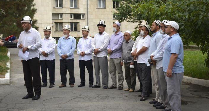 Вакцинацию прошли члены Совета улемов, проректор и педагоги Исламского университета КР, а также имамы Бишкекского казыята.