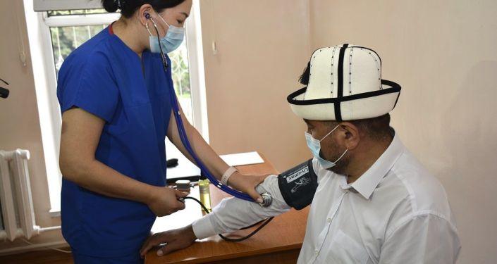 Глава Духовного управления мусульман Кыргызстана, муфтий Замир Ракиев получил вакцину от коронавируса