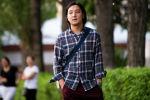 Садыку Казиеву 20 лет, он первый, кто открыл в Кыргызстане частные курсы языка жестов. Молодой человек не понаслышке знает, насколько сложно приходится глухим и слабослышащим людям в нашей стране, и хочет изменить эту ситуацию.