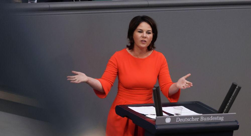 Жашылдар партиясынан канцлерликке алынып келип аткан 40 жаштагы Анналена Бербок