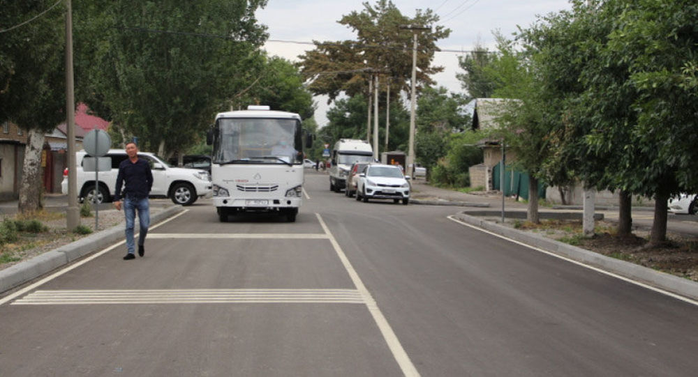 Бишкекте эки көчө тротуарлары менен кошо оңдолуп бүтүп пайдаланууга берилди.