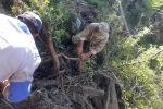 ӨКМ кызматкерлери сел жүргөн Аксы районунун Жолборсту айылында издөө иштери учурунда