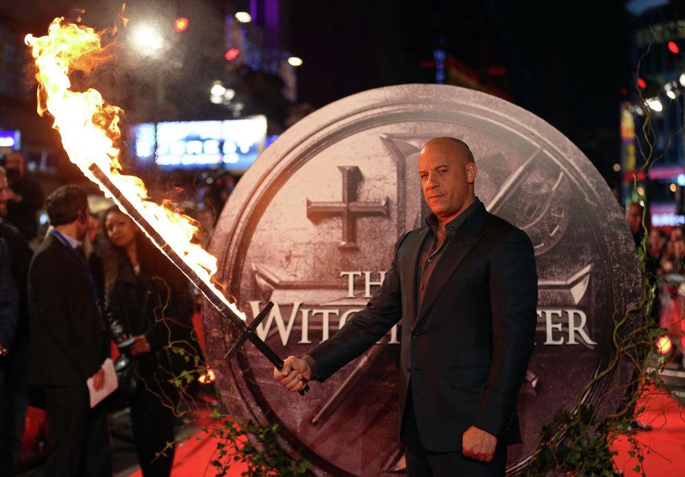 В 2000 году актер снялся в главной роли в фильме Черная дыра, где сыграл Риддика.  На фото: Вин Дизель на красной дорожке европейской премьеры фильма Последний охотник на ведьм в Лондоне. 19 октября 2015 года.