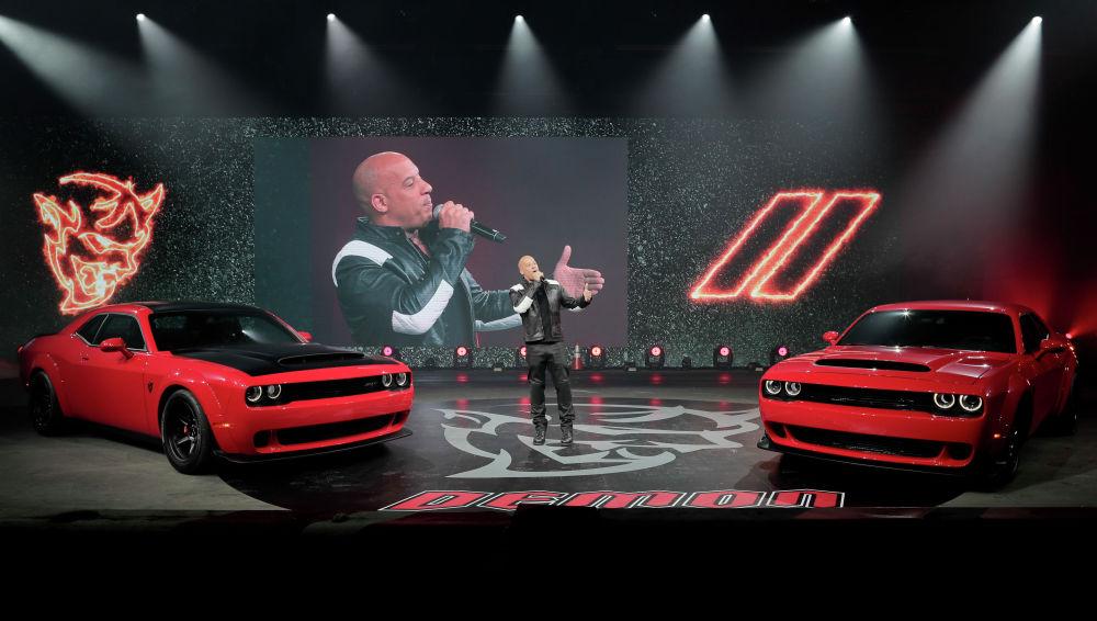 Вин Дизель выступает на презентации Dodge Challenger SRT Demon 2018 года во время пресс-показа на Нью-Йоркском международном автосалоне. 11 апреля 2017 года.
