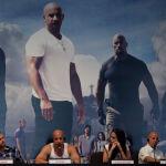 Актеры из фильма Быстрая пятерка (слева направо): Дуэйн Джонсон, Пол Уокер, Вин Дизель, Джордана Брюстер и продюсер Нил Мориц на пресс-конференции, продвигающей свой фильм в Рио-де-Жанейро. Бразилия, 13 апреля 2011 года