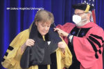 Канцлер Германии Ангела Меркель стала почетным доктором американского Университета Джона Хопкинса. Однако, на церемонии присвоения произошел небольшой курьез.