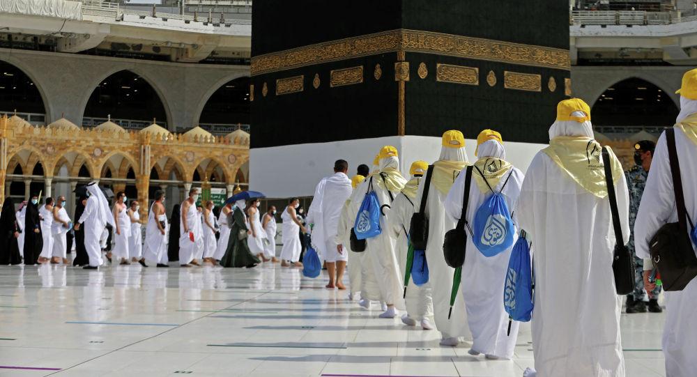 Паломники прибывают в Каабу, святыню ислама в священном городе Мекка, в начале сезона хаджа. Архивное фото