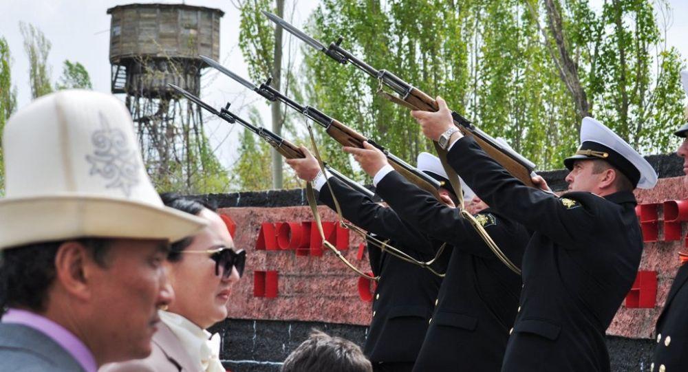 Морской парад организованный военнослужащими Военно-морского флота РФ. Архивное фото