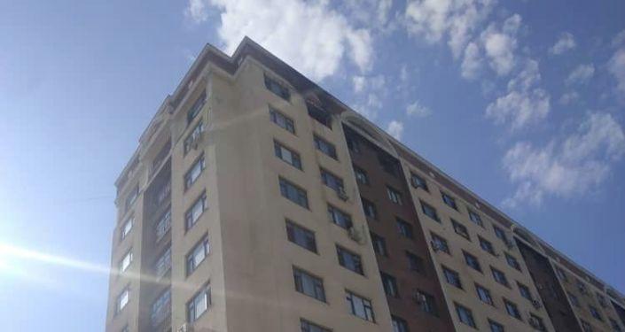 Дом по улице Грибоедова, где на 12-м этаже сгорела квартира. 19 июля 2021 года