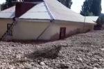 Накануне, 19 июля, обильные дожди в селах Козу-Баглан и Катран, Ак-Терек, Тогуз-Булак, Айкол, Голбо вызвали масштабные наводнения.