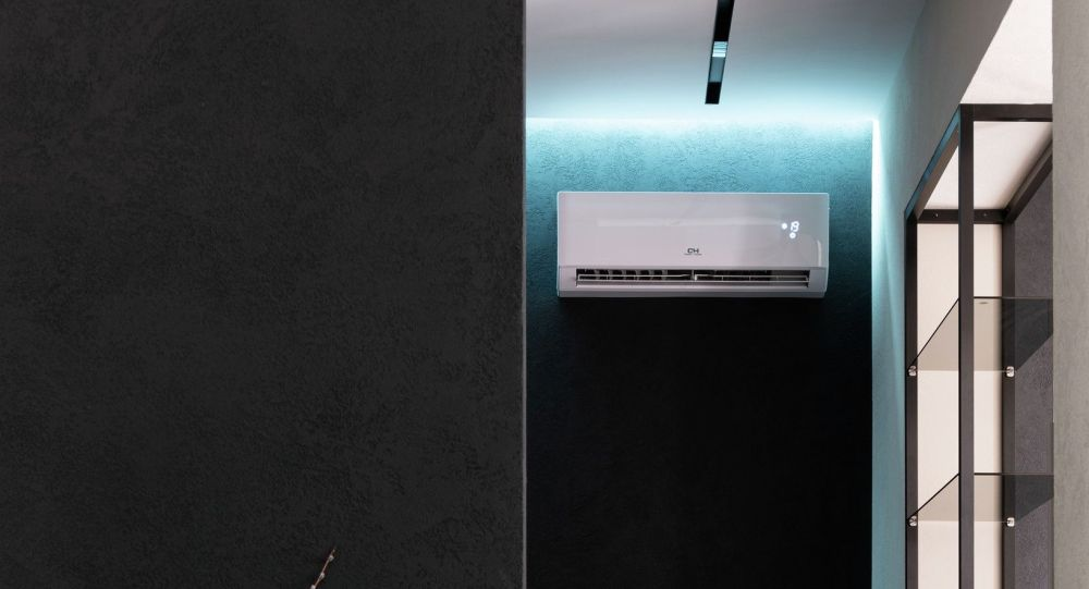 Кондиционер в квартире для охлаждения комнаты. Иллюстративное фото