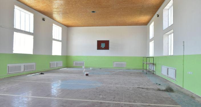 Восстановительные работы в школе, пострадавшего в результате событий на кыргызско-таджикском участке государственной границы в Баткенской области 28-30 апреля 2021 года.