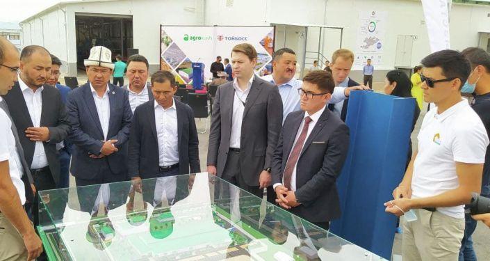 Торжественное открытие первой в Кыргызстане птицефабрики бройлерного направления в Иссык-Кульской области. 21 июля 2021 года