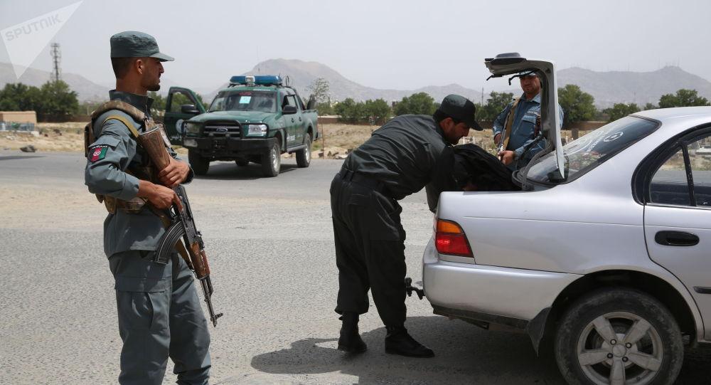Афганистандын Улуттук полиция кызматкерлери Кабулдагы өткөрүү пунктунда