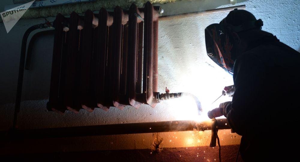 Турак жайда радиатор орнотуу учурунда. Архив