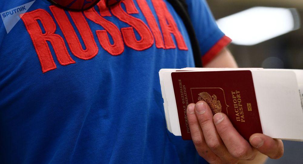 Пассажир в Международном аэропорту Кольцово в Екатеринбурге. Архивное фото