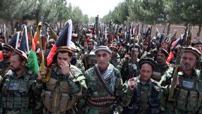 Афганистандын коопсуздук күчтөрүн колдогон жүздөгөн куралчан адамдар. Архивдик сүрөт