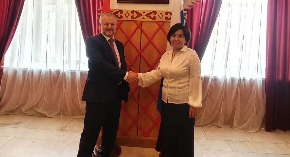 Встреча посла КР в РФ Гульнары-Клары Самат с представителем РусГидро