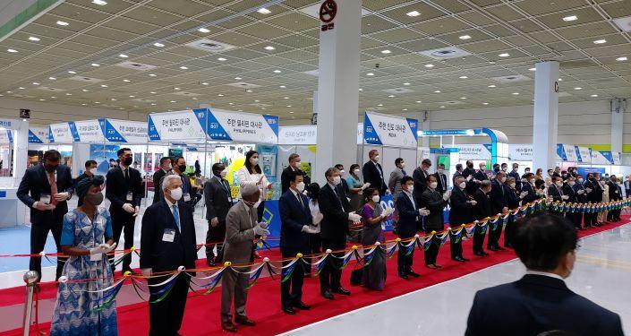 В Сеуле проходит международная выставка Import Goods Fair 2021, в рамках которой посольство Кыргызской Республики в республике Корея презентует экспортный потенциал Кыргызстана.
