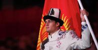 Кыргыз курама командасынын мүчөсү Денис Петрашов Токиодогу Олимпиада оюндарынын ачылыш аземинде