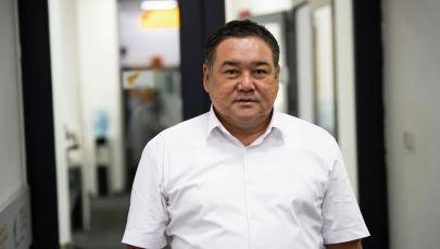 Кыргыз мамлекеттик медициналык академиясынын проректору, профессор, нейрохирург Кеңешбек Ырысов