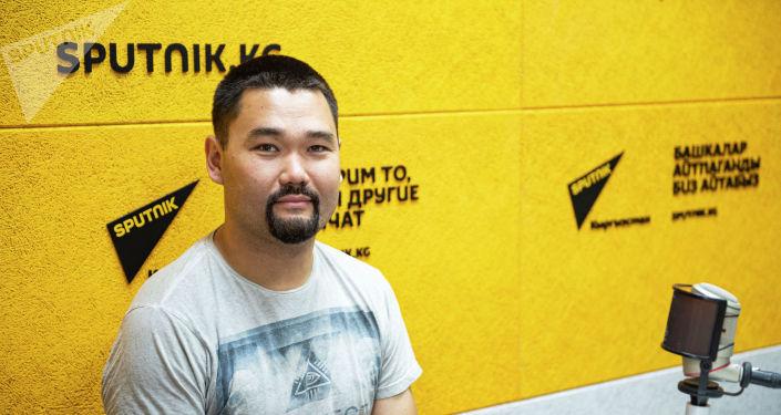 Организатор фестиваля разножанрового кино Олгон Хорхон  Талгат Бериков во время беседы на радио Sputnik