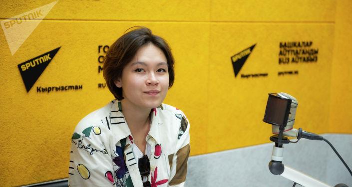 Участница фестиваля разножанрового кино Олгон Хорхон Мая Абдылдаева во время беседы на радио Sputnik