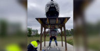 Мастер спорта по пауэрлифтингу и армрестлингу, многократный обладатель титула Самый сильный человек России Эльбрус Нигматуллин смог поднять платформу с вертолетом общим весом 1 476 килограммов.