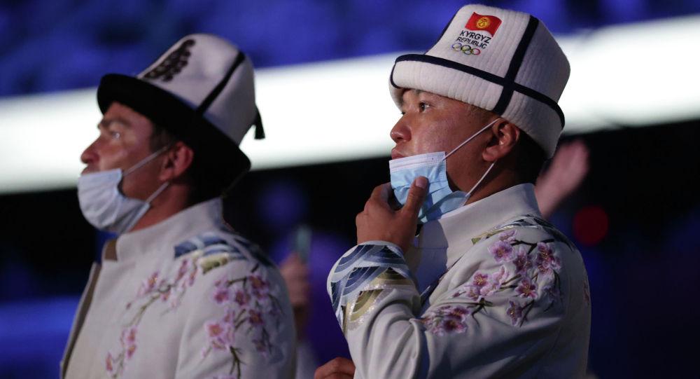 Делегация Кыргызстана во время церемонии открытия Олимпийских игр в Токио